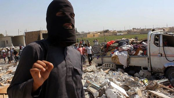 Dżihadysta w syryjskim mieście Rakka