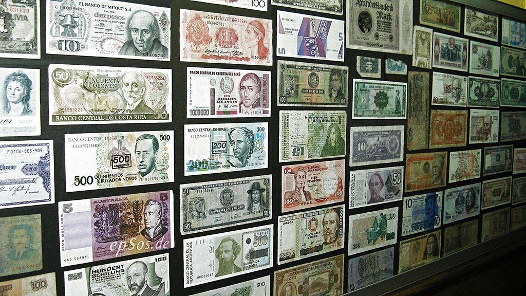 Kursy walut NBP 04.12.2019. Środowy kurs euro, funta, dolara i franka szwajcarskiego
