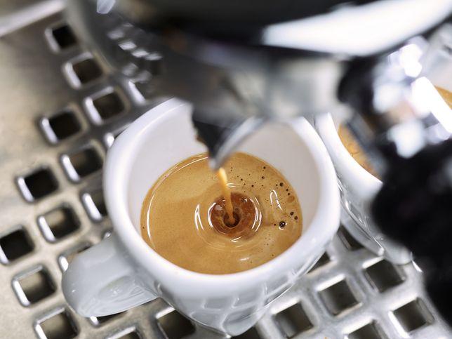 Ile kalorii ma filiżanka kawy z mlekiem?