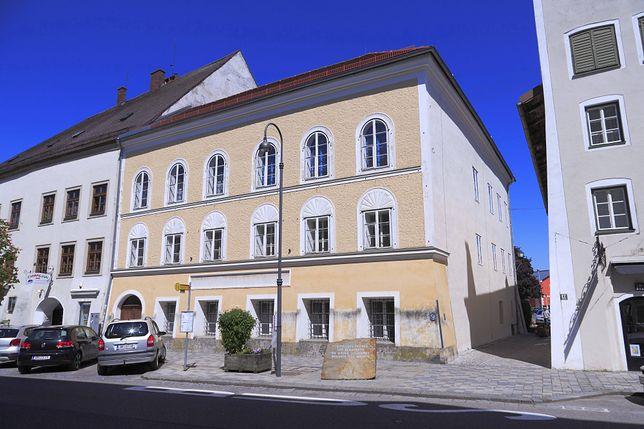 Austria. Do budynku rodzinnego Adolfa Hitlera w Braunau wprowadzi się policja