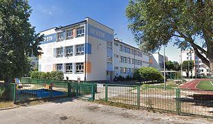 """Szkoła Podstawowa nr 279 im. Batalionów AK """"Gustaw"""" i """"Harnaś"""" przy ul. Cyrklowej w Warszawie"""