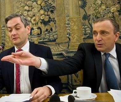 Robert Biedroń medialnie i politycznie coraz bardziej zagraża PO