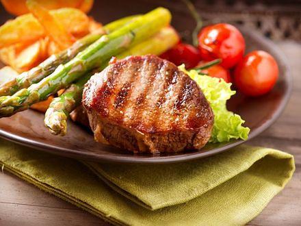 Dieta niskotłuszczowa nie tylko ułatwi walkę z dodatkowymi kilogramami, ale również pozwoli obniżyć cholesterol i przeciwdziałać nowotworom.