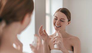 Blada skóra jesienią może nabrać blasku dzięki samoopalaczom i bronzerom