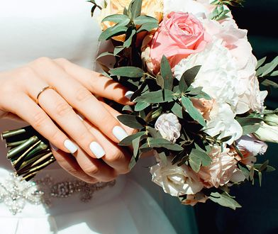 Na której ręce nosi się obrączkę? Kilka ciekawostek dotyczących ślubnego symbolu