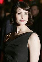 Gemma Arterton szczęśliwa dzięki agentowi 007
