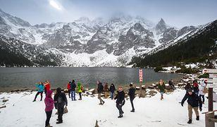 Szlak nad Morskie Oko należy do najpopularniejszych także zimą