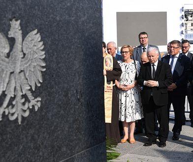 Jarosław Kaczyński złożył kwiaty przed Pomnikiem Ofiar Tragedii Smoleńskiej