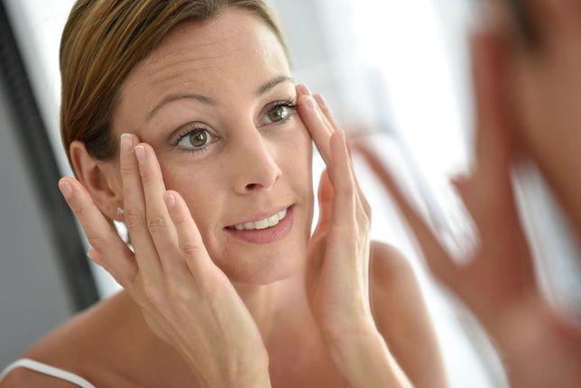Nakładanie kremu pod oczy skutecznie opóźni pierwsze oznaki starzenia