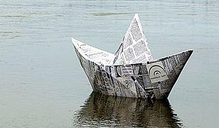 """Po Wiśle pływa sobie """"papierowa łódeczka"""""""