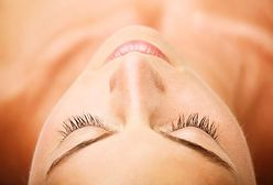 Makijaż permanentny brwi metodą piórkową. Jak wygląda zabieg i jakie są efekty?
