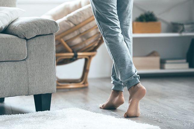 Jak dbać o stopy, na których często pojawiają się odciski i pęcherze?