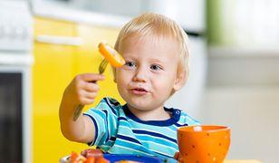 Od mleka mamy po smakowite kawałki prosto do rączki – sprawdź, jak zadbać o rozszerzanie diety dziecka!
