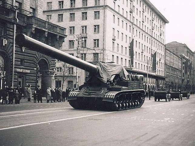 Radzieckie, gigantyczne działo nuklearne