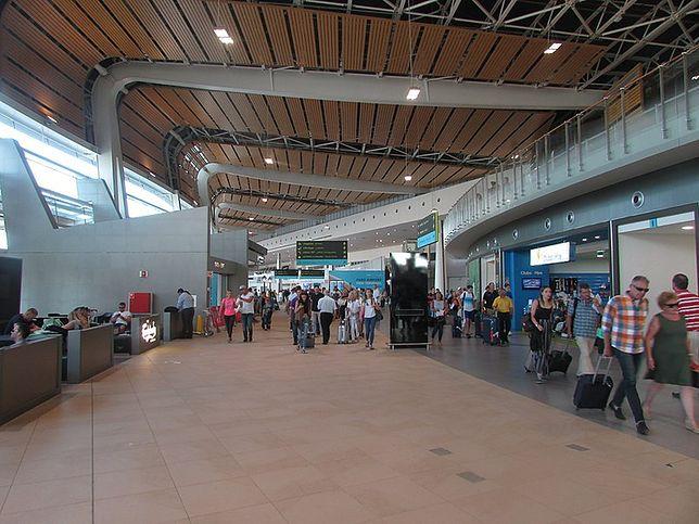 """Polscy turyści utknęli na lotnisku Faro. """"Samolot nie przyleciał"""""""