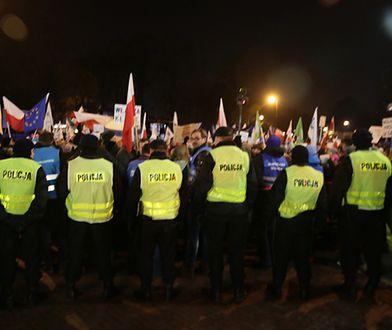 Prokuratura: sześć osób z zarzutami ws. protestu przed Sejmem z 16 grudnia