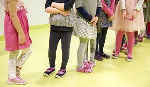 Rodzice powinni być czujni - przez niektóre ubranka ich latorośle mogą ucierpieć