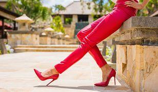 Spodnie damskie – jakie modele powinnaś mieć w swojej szafie?