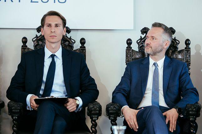Kacper Plazynski (PiS) i Jaroslaw Walesa (KO) podczas debaty przed wyborami