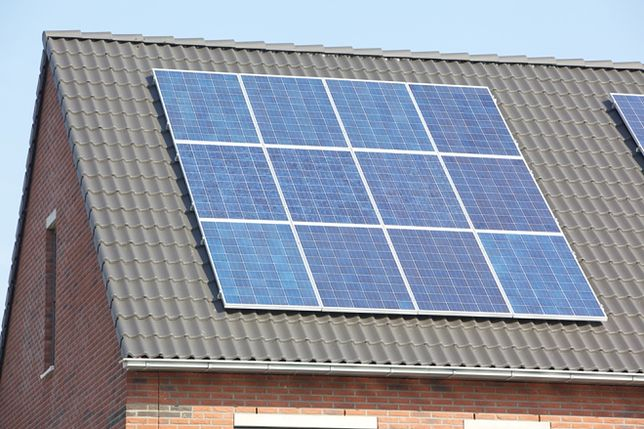 Instalacja solarna: kolektor próżniowy czy płaski?