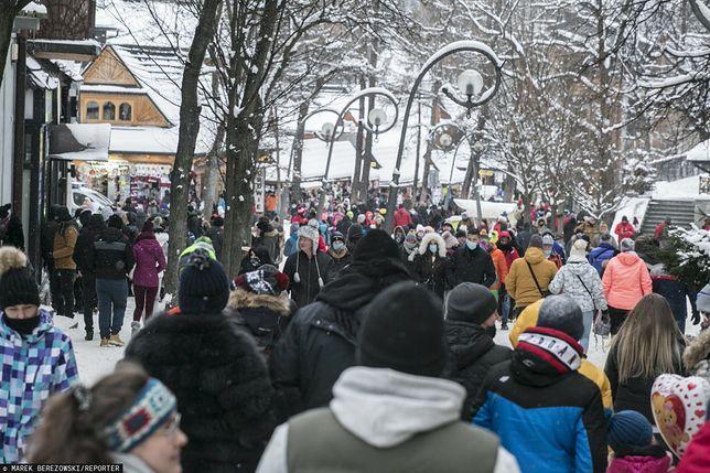 Tłumy na Krupówkach w Zakopanem w miniony weekend