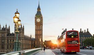 Koronawirus. Wielka Brytania obniżyła poziom zagrożenia