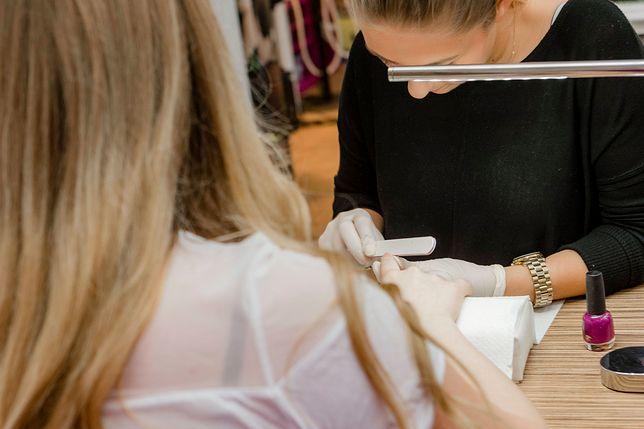 Manicure hybrydowy staje się coraz bardziej popularny