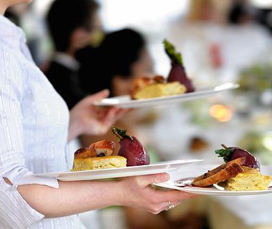 Kelnerzy opowiadają historie z polskich wesel