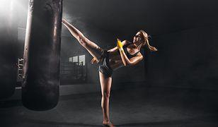 Kick-boxing należy do sztuk walki, które zdecydowanie pomogą wyrzeźbić sylwetkę