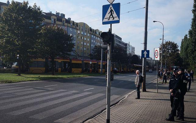 Poważna awaria tramwajów na Ochocie. Ciężarówka zerwała sieć trakcyjną