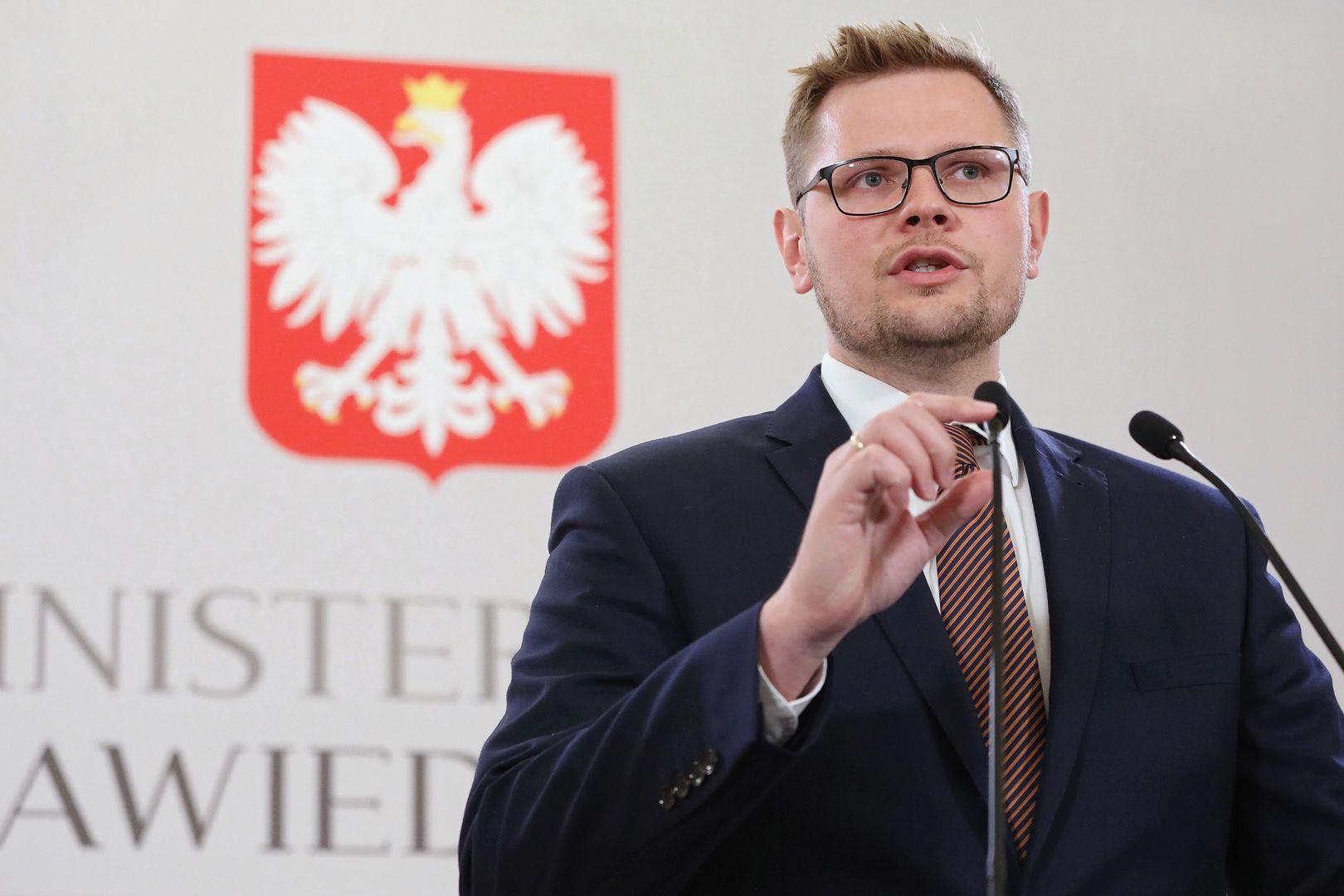 """Tusk poprosił Ziobrę o wybaczenie. Wiceminister: """"Słowa obrzydliwe, skandaliczne"""""""