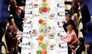 To zdjęcie obiegło świat. Dobrze się przyjrzyj, gdzie siedzą Donald Trump i jego żona