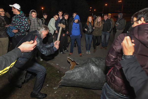 W Charkowie obalono pomnik Lenina