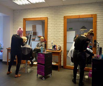 W niektórych salonach fryzjerskich już od miesiąca nie ma wolnych terminów na wizytę przed świętami.