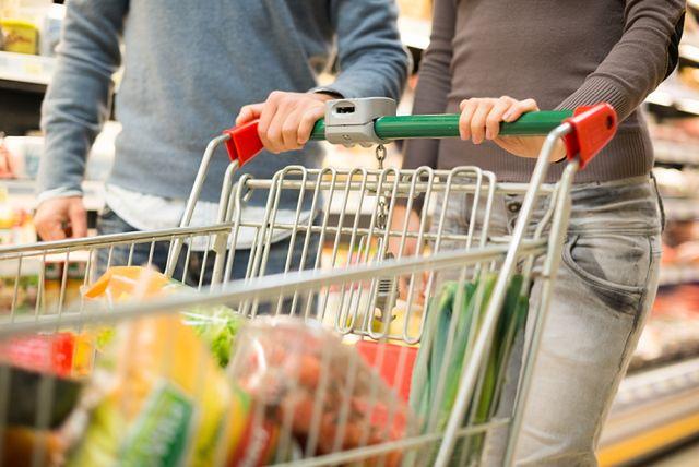 Domowe obowiązki Polaków: wspólnie na zakupach