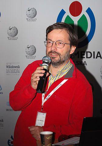 Jan Wróbel jest polskim historykiem i publicystą