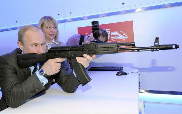 Władimir Putin na pokazie broni