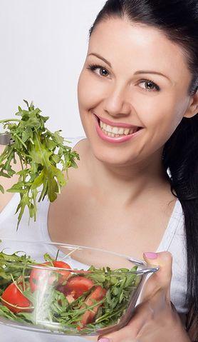 Sprawdź, co możesz jeść, by cieszyć się zdrowymi zębami i pięknym uśmiechem