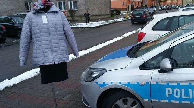 Manekin, którego próbował ukraść 36-letni mieszkaniec Iławy.