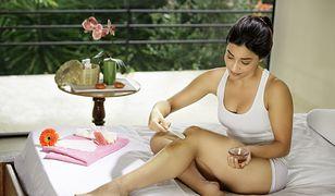 Jak zrobić pastę cukrową? Skorzystaj ze słodkiej metody domowej depilacji ciała