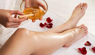 Skuteczna depilacja bez tajemnic – wosk, olejek łagodzący, lotion znieczulający