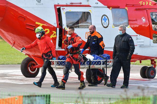Zakopane, 01.11.2020. Ratownicy TOPR podczas interwencji ws. turysty, który w rejonie Rysów spadł z dużej wysokości.