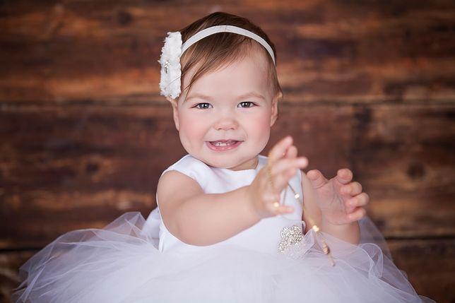 Na chrzcie dziecka nie może zabraknąć białego ubranka, szatki do chrztu ani świecy chrzcielnej