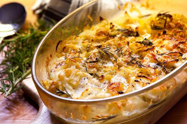 Zapiekanka ziemniaczana z serem, cebulą i ziołami
