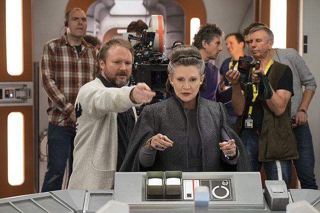 """Rian Johnson i Carrie Fisher na planie """"Ostatniego Jedi"""""""