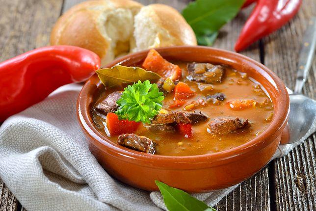 Zupa gulaszowa. Sprawdzony i łatwy przepis na idealny obiad na jesień