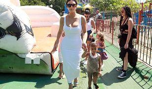 Kardashianki w bieli na Kubie