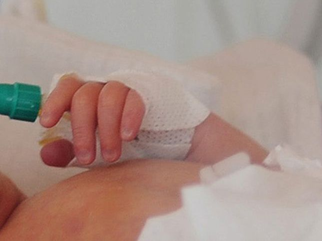 Wyniki badania niemowlaków wykazały, że miały one prawie promil alkoholu we krwi.