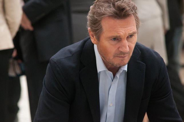 """Liam Neeson: mistrzowskie czytanie fragmentów """"Siedem minut po północy"""""""