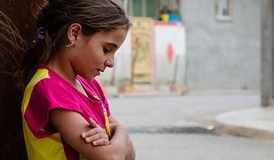 Aliyah mieszka w opuszczonym sklepie razem z rodzicami i bratem w Erbilu. Marzy tylko o jednym, żeby móc chodzić do szkoły z innymi dziećmi